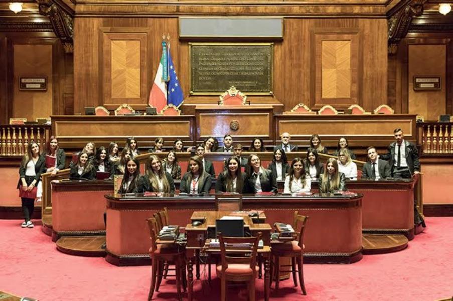 I Ragazzi nell'Aula Legislativa